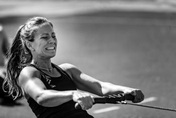 lady on a rowing machine with neck pain