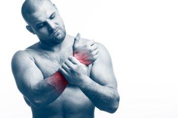 man suffering from rowing machine wrist injury